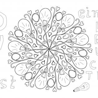 Glühbirnen als Mandala mit Kabelsalat und kleinen Herzen